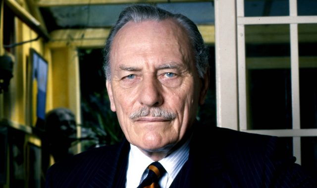 """Det er som at se en nation travlt beskæftiget med at stable sit eget ligbål."" Enoch Powell, 20. april 1968."